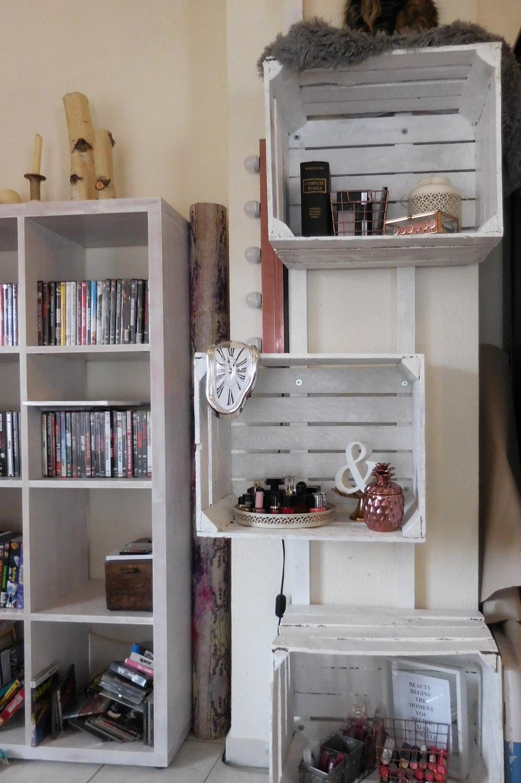 wandregal aus obstkisten. Black Bedroom Furniture Sets. Home Design Ideas
